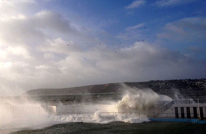 Waves-over-Jubilee-Pool